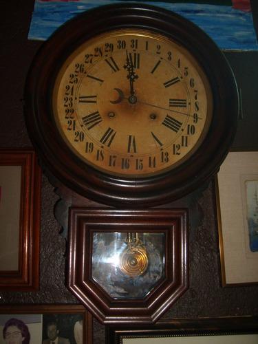 reloj de pared antiguo de mas de 100años