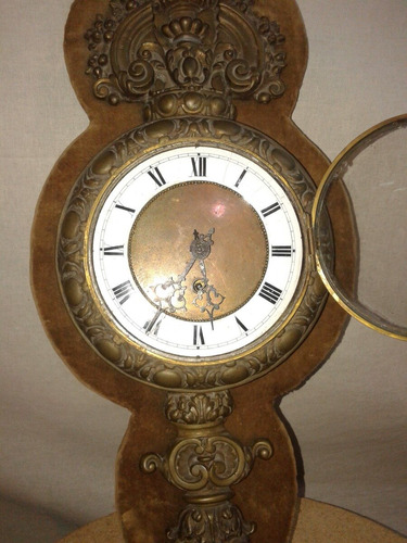 reloj de pared de bronce y cuadrante de porcelana