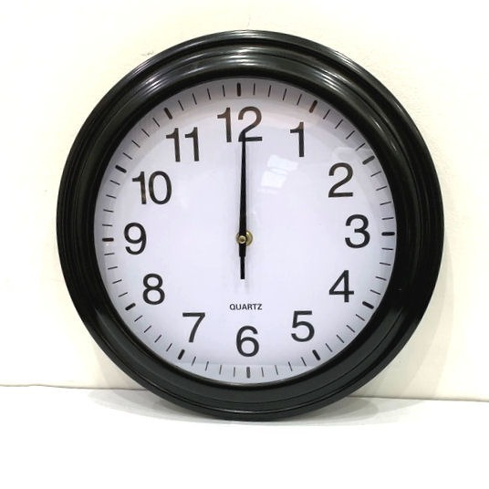 e6180a738b18 Reloj De Pared Negro O Plateado Fondo Blanco 32cm Clasico -   635