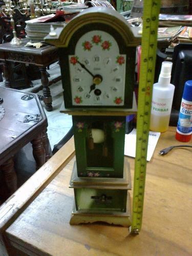 reloj de pie pequeño plastico verde made in german