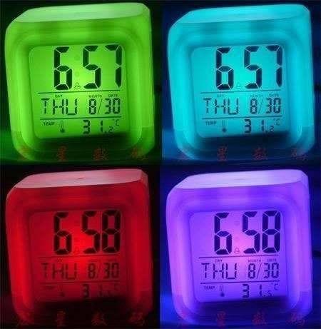reloj desperador temperatura digital luz led cambia color