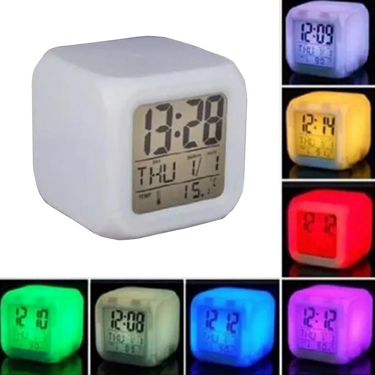 Reloj despertador digital led 7 colores intermitentes for Reloj digital de mesa