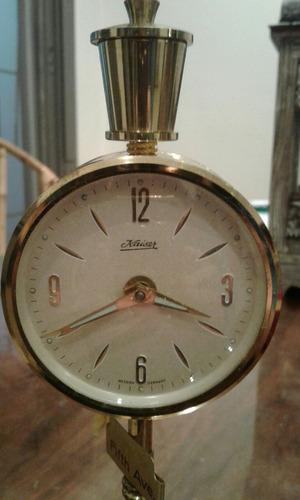 reloj despertador kaiser a cuerda y con pie