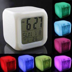 reloj despertador led  cambia  color.