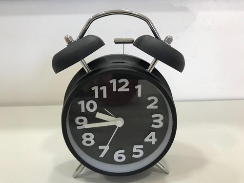 reloj despertador retro con luz