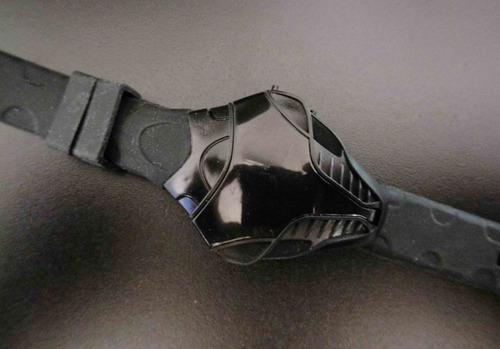 reloj digital negro estilo futurista skpalace