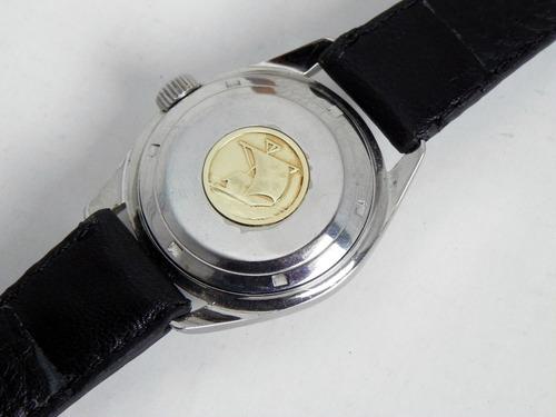 reloj eternamatic kontiki 20 caja de acero corona roscable.