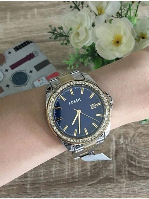 a0db7f99323c Reloj Fossil Mujer. Dorado Y Plateado Fondo Azul - U S 149