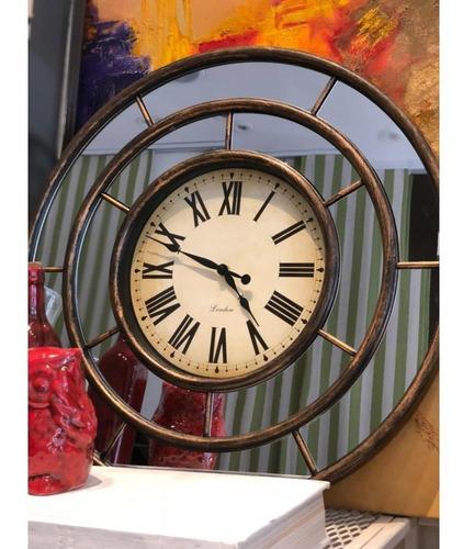 reloj grande con espejo