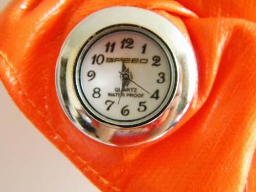 reloj  importado para colgar en tu carro o en el closet.