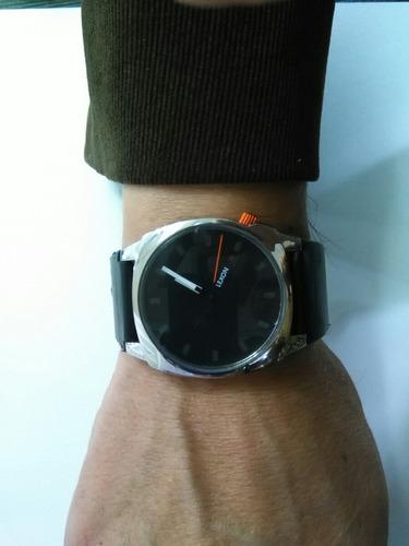 reloj  lexon  lindo diseño caja en acero inoxidable