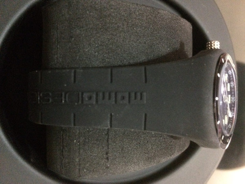 reloj momo color negro con extensible de caucho, nuevo dama
