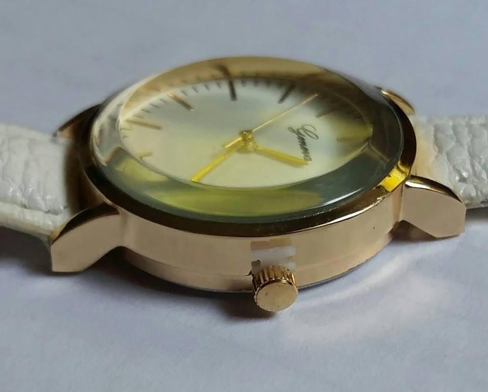 51402de6b455 reloj mujer - beige y dorado - analogico. Cargando zoom.