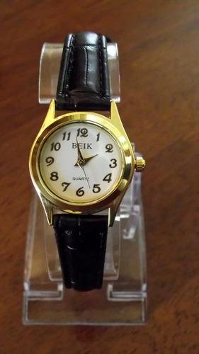 reloj mujer clásico pulsera elegante dorado y correa negra