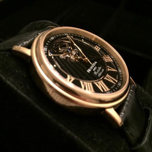 reloj nivada de vestir y muy elegante
