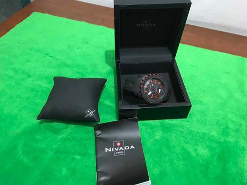 reloj nivada en caja