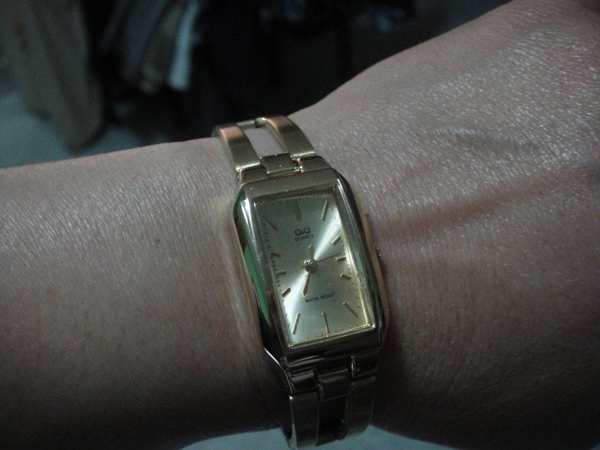 Reloj Q Amp Q Quartz De Dama Dorado Base Metal 400 00 En