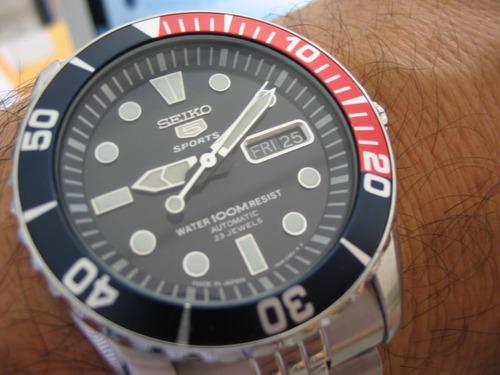 reloj seiko 5 sports snzf15j1