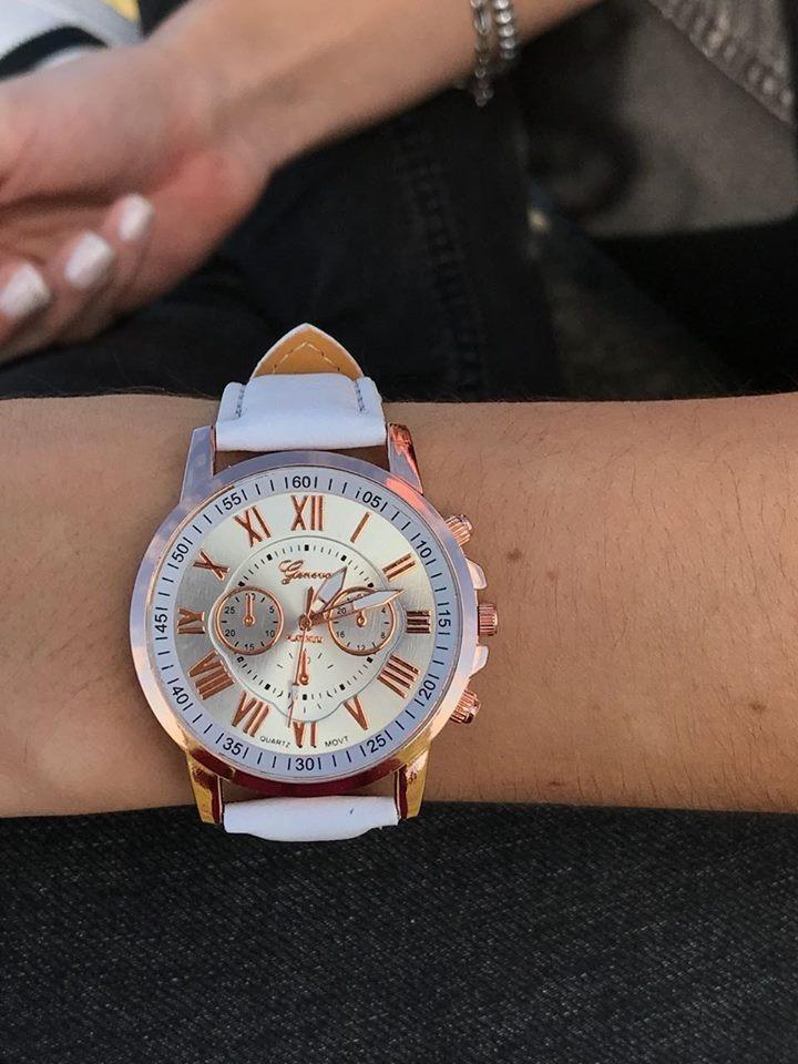 Reloj Simil Cuero Colores Numeros Romanos 15000 En Mercado Libre