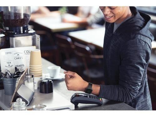 reloj smartwatch fitbit versa 2 special edition smoke woven
