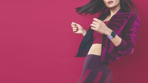 reloj smartwatch fitbit versa lite lila + plata