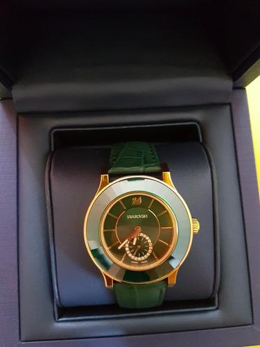 reloj swarovski octea classica verde extensible de piel
