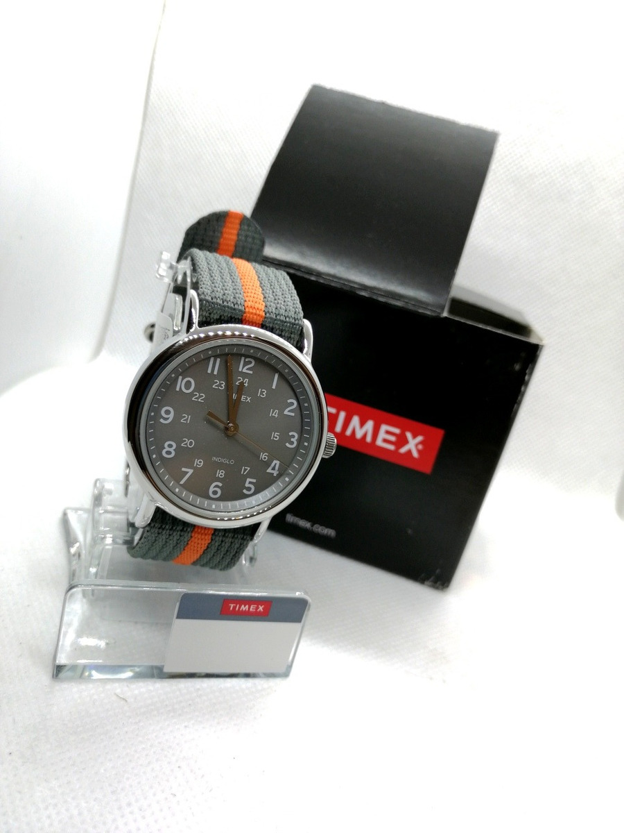 c6882585d7b8 reloj timex original con luz nocturna oferta de 2500 a 1250. Cargando zoom.