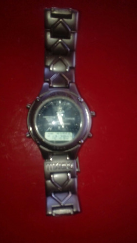 reloj titanium en buen estado para hombre