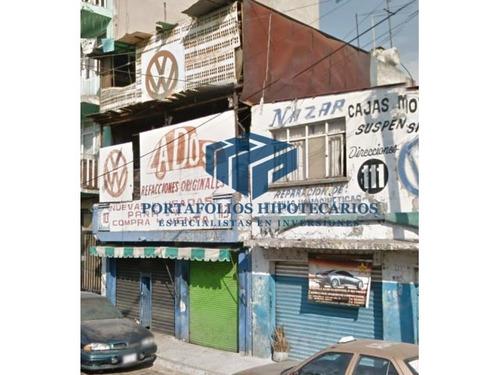 remate bancario de local comercial de 3 plantas !!