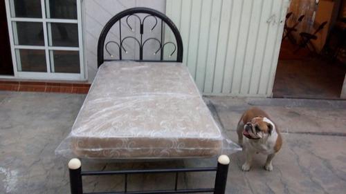remate! cama individual tubular con cabcera y colchón