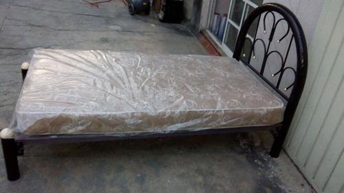 remate! cama individual tubular con cabecera y colchón