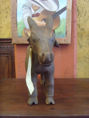remato hermosa escultura de chivo de madera. envio gratis.