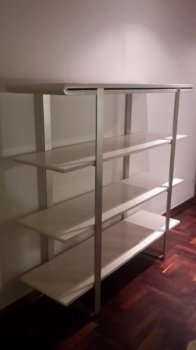 remato: mueble / estante en buenas condiciones