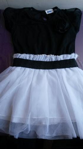 remato vestidos usados  para niñas de  3 y 4 años