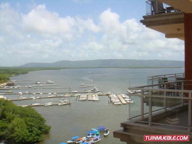 remax costa azul vende apto en edificio puerto varadero