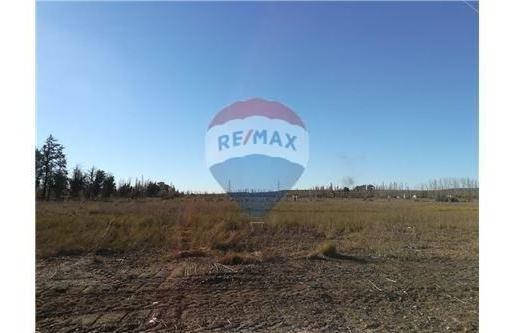 re/max vende terreno en fernandez oro
