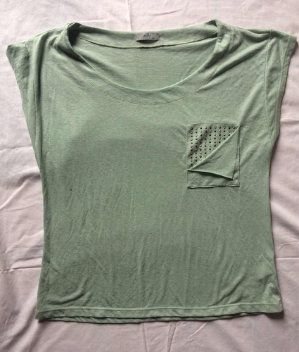 remera ayres verde con tachas
