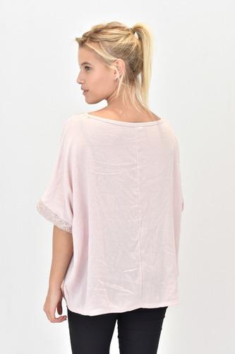 remera bambula cuello v con puntillas rosa