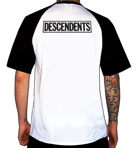 remera combinada descendents  everything sucks