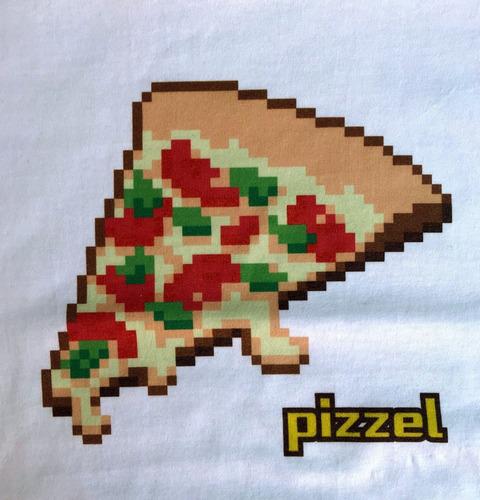 remera de pizzel podcast! opción blanca y negra.