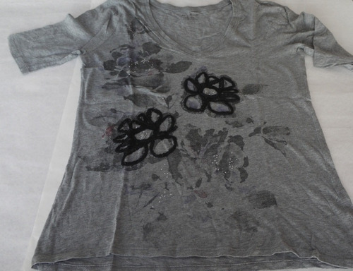 remera dkny gris flores m/corta talle s
