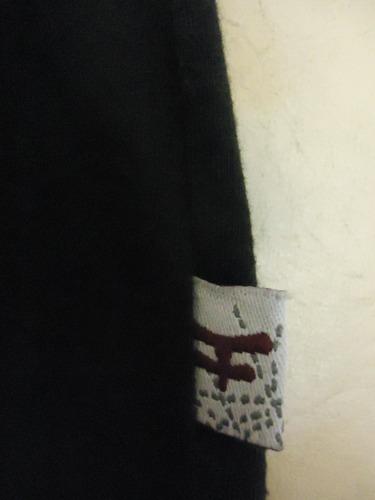 remera kosiuko manga larga