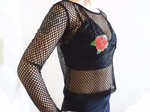 remera red negra parche rosa manga larga nueva