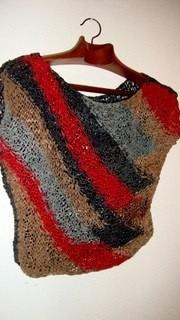 remera unica , prenda artesanal tejida con tiras de cuero tm