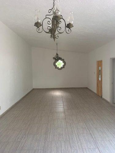 remodelada, cómoda en 1 nivel, excelente ubicación.