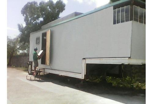 remolque con a/c oficina movil alfombrado acabados de madera