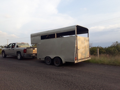 remolque para 4 caballos ganadero