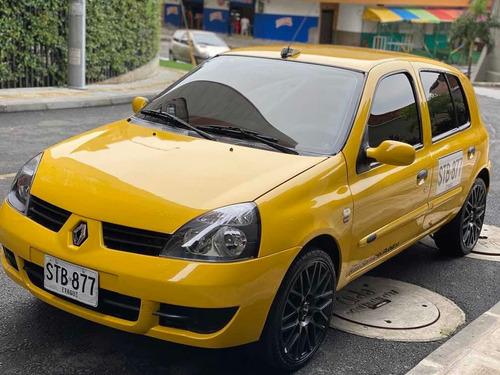 renaul clio campus taxi