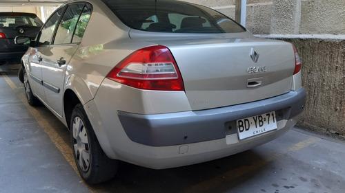 renault authent 1 6  sedan full aire acon
