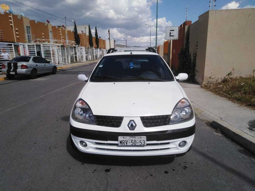 renault clio 1.6 authentique at 2002